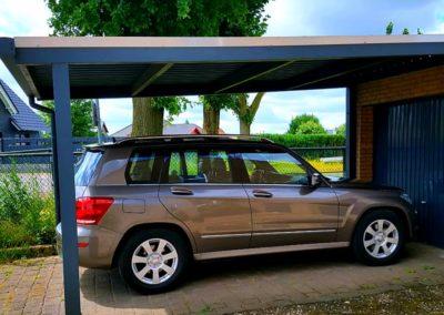 Carportüberdachung vor Garage