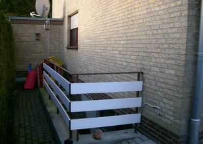 Kellertreppe vor der Überdachung